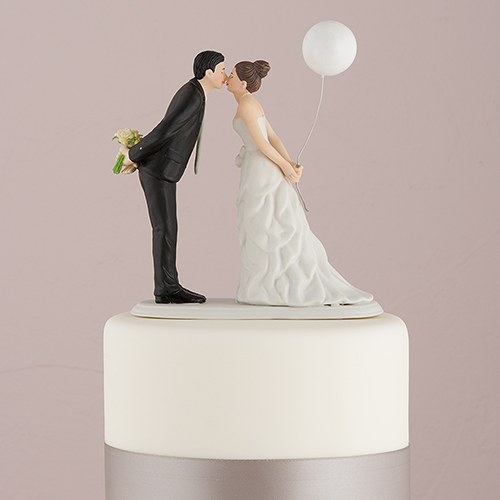 leaning in for a kiss balloon wedding cake topper