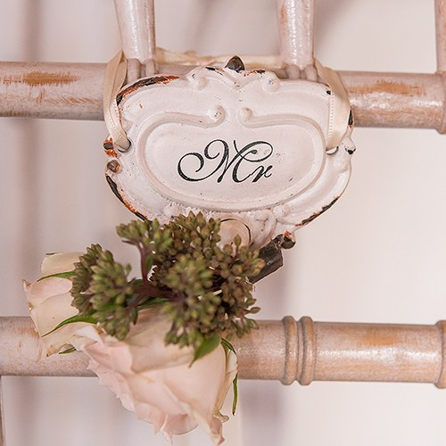 Shabby Chic Hook Set with Mr. and Mrs. Inscription - The Knot Shop