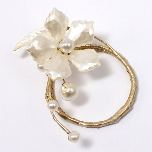 Pearl & Vintage Gold Wire Ornamental Floral Mini Ring