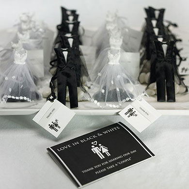 Wedding Gift Bag For Bride And Groom : Bride and Groom Candy Wedding Favor Bags