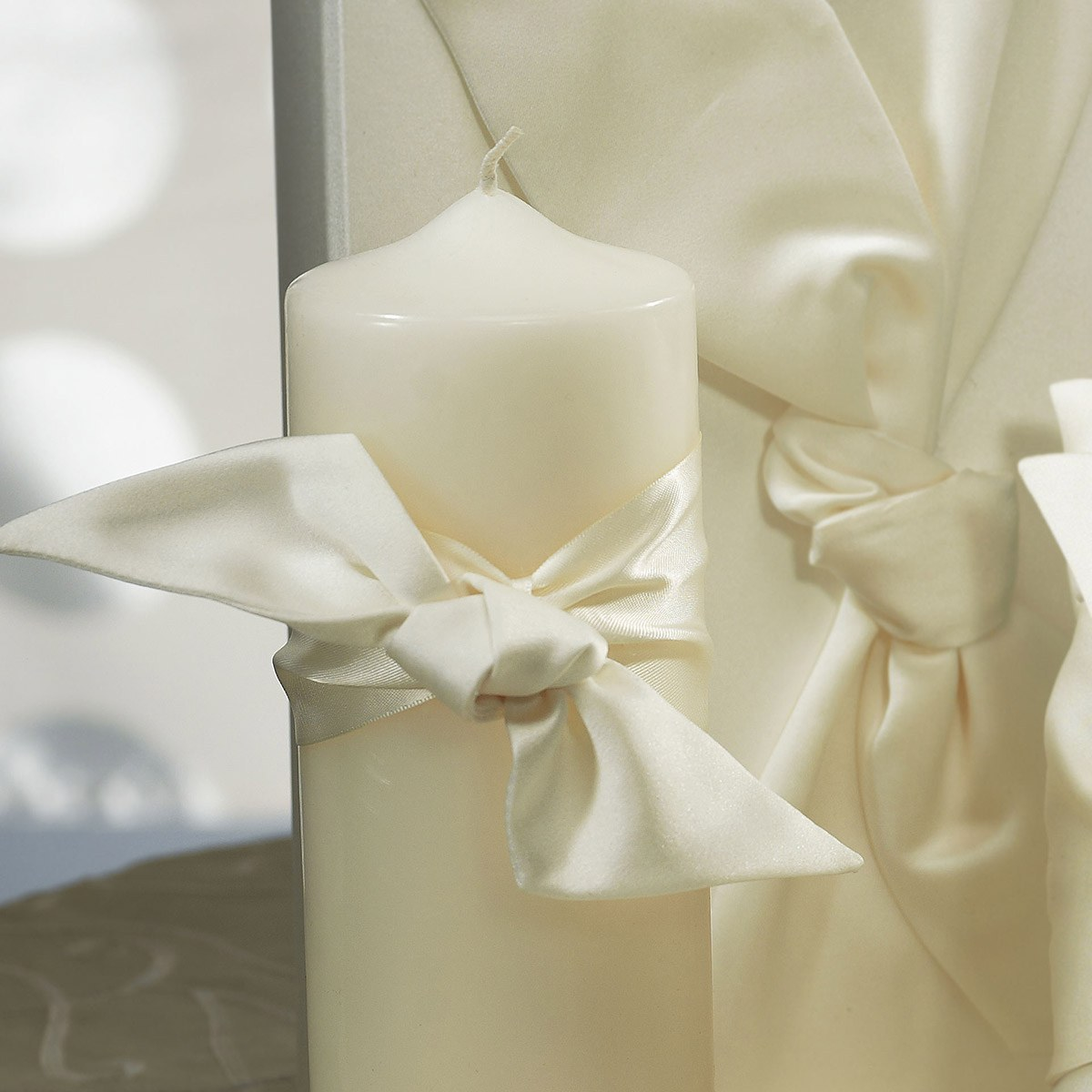 Beverly Clark Tie the Knot Collection Candle